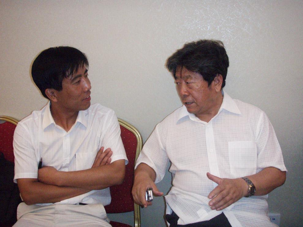 中国书画协会秘书长韩健与于志学先生一起交流图片